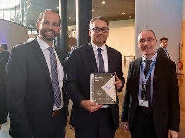 Von links: Lukas Ottowitz (Director Quality St.Michael Plant), Günter Semeja (Managing Director St.Michael Plant and VP Operations Europe), Salvatore M. Marchese (Technical Lead Engineer - Casting, GME SQ&D)